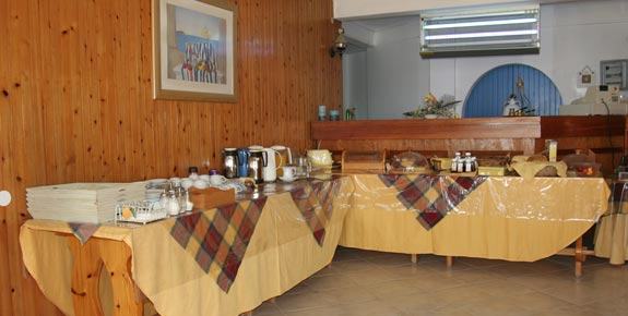 Maistrali hotel in Serifos provide buffet breakfast to its guests